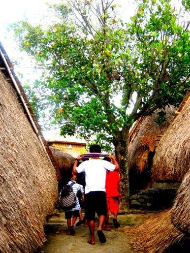 Menelusuri lorong antarrumah tradisional warga Sade