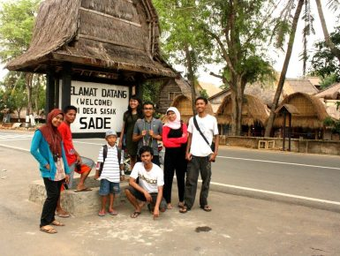 Rombongan tiba di Dusun Sade