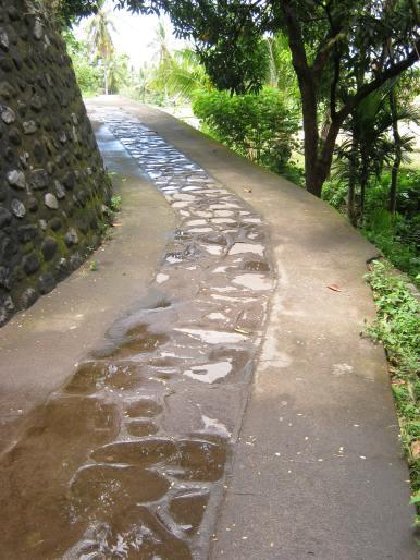 Jalan Memutar Menuju Masjid Kuno Bayan Beleq
