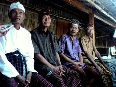 Para tokoh adat Bayan